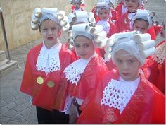 Fancy Dress Mozart Costume with trash bag Homemade Costumes, Diy Costumes, Halloween Costumes For Kids, Ancient Egyptian Costume, Nativity Costumes, Make Your Own Costume, Diy Wig, Chinese Crafts, Summer Party Decorations