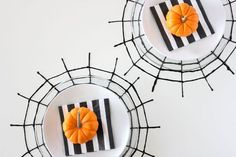 Halloween Spider Web Decoration Ideas Fresh 62 Spooktacular Diy Halloween Decorations You are in the right place about diy halloween wreath Here we offer you the most beautiful pictures about the diy Halloween Yard Decorations, Halloween Crafts For Kids, Spooky Halloween, Halloween Party, Halloween Ideas, Halloween Stuff, Halloween Snacks, Halloween Projects, Halloween 2019