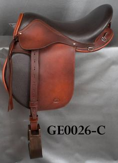 English endurance saddle- live the look of this saddle! English Horse Tack, English Saddle, Horse Gear, Horse Tips, Trail Riding, Horse Riding, Endurance Saddles, Horse Costumes, Barnyard Animals