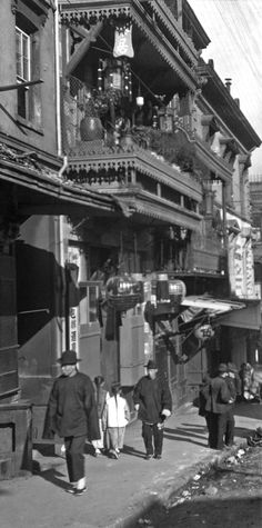 The street of painted balconies, Chinatown, San Francisco, 1896-1906