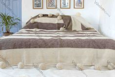Moroccan pom pom blanket throw rug 100% pure wool par WoolooM