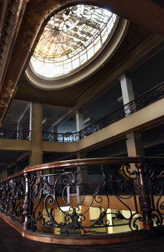Harrods, símbolo de una época: las tiendas por departamentos, como se conocía a los grandes locales que antecedieron a los actuales shoppings, marcaron una época y tuvieron su época de esplendor durante el siglo XX en Buenos Aires. Las más recordadas son Gath y Chaves y Harrods. (Cecilia Profetico)