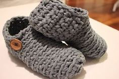 Virkatut tossukat - just a picture of fabric yarn slippers. I like the button decoration. Crochet Adult Hat, Crochet Slippers, Crochet Stitches, Knit Crochet, Sewing Patterns, Crochet Patterns, Fabric Yarn, Arm Knitting, Button Decorations