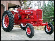 1954 Farmall Super H wide front Antique Tractors, Vintage Tractors, Vintage Farm, Antique Cars, Vintage Signs, Case Tractors, Farmall Tractors, John Deere Tractors, Tractor Mower