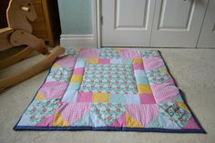 playmat Ms, Quilting, Craft Ideas, Blanket, How To Make, Crafts, Manualidades, Fat Quarters, Blankets