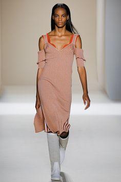 Victoria Beckham Spring 2017 Ready-to-Wear Fashion Show - Najiyah Imani