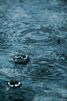 I love rain but hate thunderstorms! Walking In The Rain, Singing In The Rain, Rainy Night, Rainy Days, Water Drops, Rain Drops, Rain Poems, Rain Quotes, Color Menta