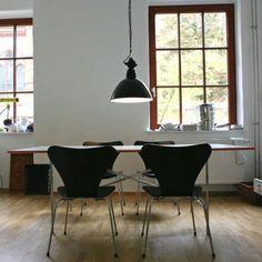Bauhaus pendent lamp i Bauhaus pendant lamp Industrial Pendant Lights, Pendant Lamp, Pendant Lighting, Bauhaus Architecture, Interior Architecture, Bauhaus Style, Modern Interior Design, Design Interiors, Furniture Decor