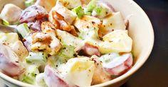 Mennyei Waldorf saláta recept csirkével recept! Az eredeti waldorf saláta receptben nincs csirke, de nagyon jól passzol hozzá, és így könnyed főétel válhat belőle. A szárzellert én általában apróbbra vágom, de természetesen lehet nagyobb darabokban is hagyni, ez már csak ízlés dolga. :)