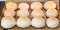 Skønne fuldkornsboller, hvor den dobbelte hævning sikrer, at bollerne får en luftig konsistens.