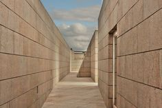Siza em Espanha by Prendas Joaquim   GuruShots Facade, Brick, Sidewalk, Stairs, Sky, Architecture, Awesome, Decor, Spain