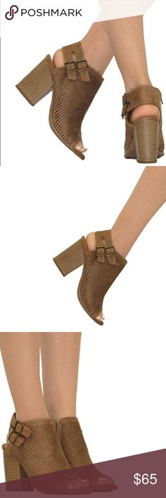86367e5e3d7 NIB Tan Double Buckle Perforated Slingback Sandal Imported Heel measures  approximately 4 inches