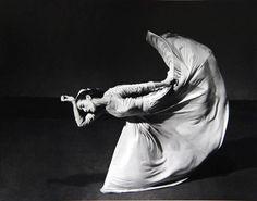"Martha Graham ""Lettre ouverte au monde"" (Le lancer de pied), 1940, photo:  Barbara Morgan"