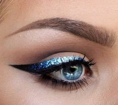 I like this sparkle ocean cat eyes.