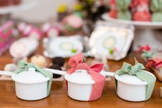 Decoração de Chá de Panela - Bruna e Gustavo - Vida de Casada Chef Party, Retro Housewife, Vintage Party, Baby Decor, Mini Cupcakes, Open House, Chai, Party Time, Panna Cotta
