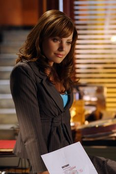 "One of the first things Clark says to Lois in Smallville is ""You talk too much"". THAT is the way Lois is supposed to be!"