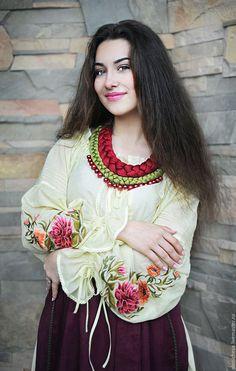 Купить Женский вышитый костюм в этно-стиле «Дивный сад-2» - лимонный, вышитый комплект