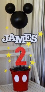 James' 2nd Birthday Party – Mickey Mouse! (Decor) or even minnie.  look at all these, very quick ideas