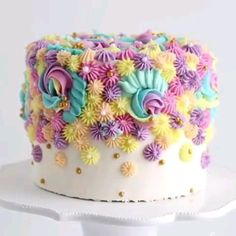 Cake Decorating Frosting, Creative Cake Decorating, Cake Decorating Videos, Cake Decorating Techniques, Creative Cakes, Birthday Cake Decorating, Beginner Cake Decorating, Buttercream Cake Designs, Fondant Cake Designs