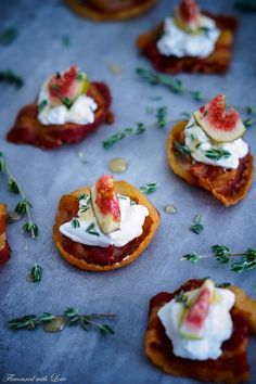 Bacon-Chip mit Ziegenkäse und Feige – Flavoured with Love Tapas Recipes, Gourmet Recipes, Appetizer Dips, Appetizer Recipes, Bacon Chips, Party Finger Foods, Brunch Party, Recipes From Heaven, Soul Food