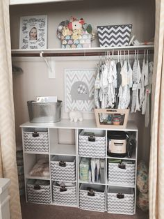 S closet nursery ideas baby schrank, baby, kleiderschrank kinderz Baby Bedroom, Baby Boy Rooms, Baby Room Decor, Baby Cribs, Nursery Room, Babies Rooms, Baby Boy Nursery Decor, Babies Nursery, Nursery Closet Organization