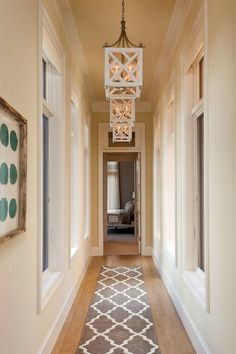 Narrow Hallway With Hanging Lanterns And Runner : Decorating Ideas For Narrow Hallway hallwayideas Design Entrée, Flur Design, Lobby Design, Design Ideas, Creative Design, Long Hallway, Modern Entryway, Upstairs Hallway, Hallway Rug