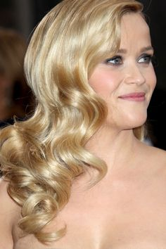 Reese Witherspoon arrives at the 85th Academy Awards presenting the Oscars #hair #beauty #looks #style #celebrity #curls