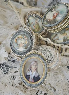 Find images and videos about cute, beautiful and vintage on We Heart It - the app to get lost in what you love. Marie Antoinette, Vintage Accessoires, La Petite Boutique, Rose Bonbon, Girls Jewelry Box, Fru Fru, Egg Art, Engraved Jewelry, Personalized Jewelry