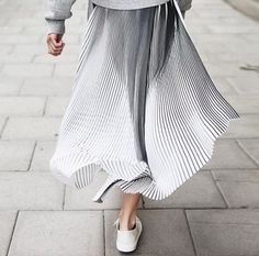 Metallic pleated skirt that you can dressed down with a sweatshirt. Gray outfit perfect for layering season. date night outfit idea. Looks Street Style, Looks Style, Style Me, Grey Style, Style Outfits, Mode Outfits, Skirt Outfits, Fashion Details, Look Fashion