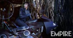 Empire Magazine has release a new still from the upcoming Scarlett Johansson-led Ghost In The Shell, from it's forthcoming Wonder Woman/Gal Gadot covered issue! The Wonder Woman/Gal Gadot covered Empire [ … ] Dreamworks, Scarlett Johansson Ghost, The Nanny Diaries, Rupert Sanders, Ghost World, Black Widow Scarlett, Futuristic Motorcycle, Tron Legacy, English Movies