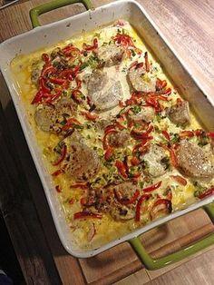 400 g Schweinefilet(s) 1 Becher Crème fraîche 1 Zehe/n Knoblauch 2  Tomate(n) 100 g Schafskäse 3 EL Öl   Salz   Pfeffer