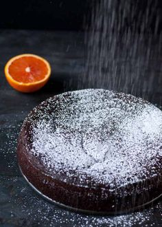 This stunning flourless chocolate orange cake has only 7 ingredients and is made in the blender for a simple, elegant, gluten free dessert! Gluten Free Cakes, Gluten Free Desserts, Just Desserts, Delicious Desserts, Dessert Recipes, Yummy Food, Flourless Chocolate Cakes, Chocolate Desserts, Chocolate Frosting