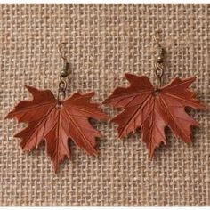 Pendientes de cuero con la forma de la hoja de Acer platanoides