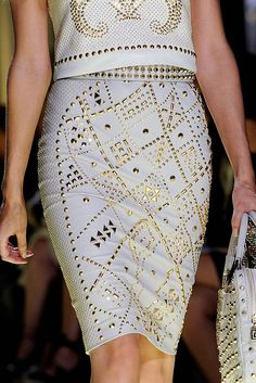 See every last detail from shoes and jewels, to bags and belts, from the Versace Spring 2012 Ready-To-Wear show.