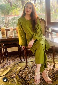 Stylish Dresses For Girls, Dress Clothes For Women, Simple Dresses, Casual Dresses, Casual Wear, Pakistani Party Wear Dresses, Beautiful Pakistani Dresses, Pakistani Dress Design, Beautiful Dress Designs