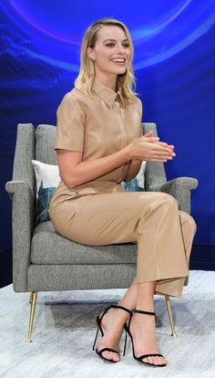 GET THE LOOK!Right on Margot Robbie! Margot Robbie wore vegan leather pants by Nanushka at the recent Nissan Future's global forum at the Japanese American National Museum. Margo Robbie, Margot Robbie Harley, Margot Robbie Feet, Actriz Margot Robbie, Margot Robbie Style, Margaret Robbie, Stilettos, High Heels, Blond