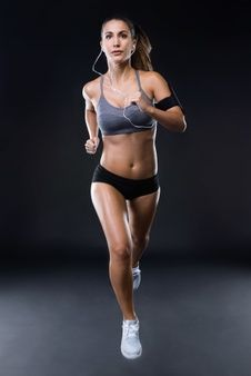 Fit and sporty young woman running over black background. Body Workout At Home, At Home Workout Plan, At Home Workouts, Modelos Fitness, Running Women, Woman Running, Knee Sleeves, Makes You Beautiful, Beautiful Women