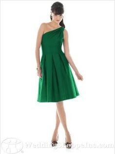 love this emerald bridesmaid dress