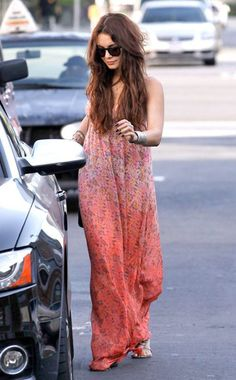Vanessa Hudgens look hippie