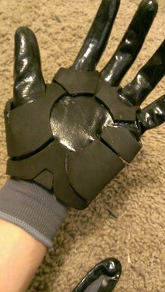 Quick n' Easy Iron Man GLOVES Tutorial - Because I need this for Friday