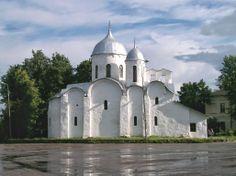 La ciudad norteña de Pskov merece una atención especial. No es una ciudad de tránsito, no es suficiente con echar un vistazo a los monumentos más destacados y seguir viajando. Tras la ciudad se encuentra Europa occidental.