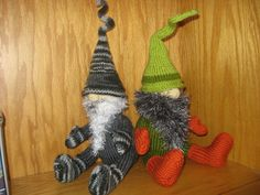 Knitted Gnomes....now if only I could figure out how to follow a pattern and knit something other than a rectangle!