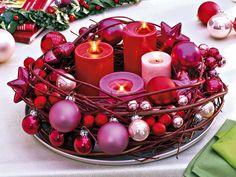 - Rustikal mit Zweigen                                                                                                                                                                                 Mehr Pink Christmas, Christmas Time, Christmas Crafts, Christmas Decorations, Holiday, Christmas Colors, Pink Centerpieces, Winter Soups, Puppy Food