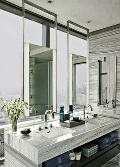 Waw bathroom mirror + amazing view