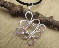 Ciondolo nodo celtico, Looping Celtic attraversato nodi argento filo collana…