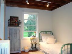 Green metal bed. I love this!