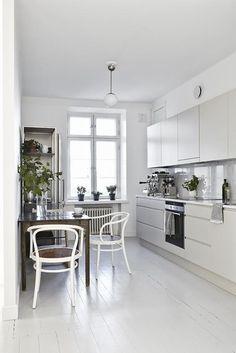 Interieur inspiratie uit Helsinki. Voor meer wooninspiratie kijk ook eens op http://www.wonenonline.nl/