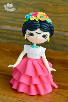 Frida by Cake Therapy Crea Fimo, Fimo Clay, Polymer Clay Projects, Polymer Clay Charms, Clay Crafts, Polymer Project, Fondant Decorations, Clay Figurine, Fondant Tutorial