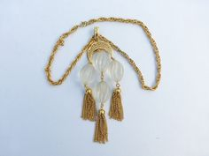Crown Trifari pendant necklace gold tone frosted lucite Y33 #Trifari