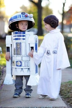 DIY R2D2 Star Wars Costume | Your Costume Idea for Halloween, Mardi Gras and Carnival
